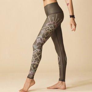 Teeki Seven Crowns Hot Pant Yoga Legging S